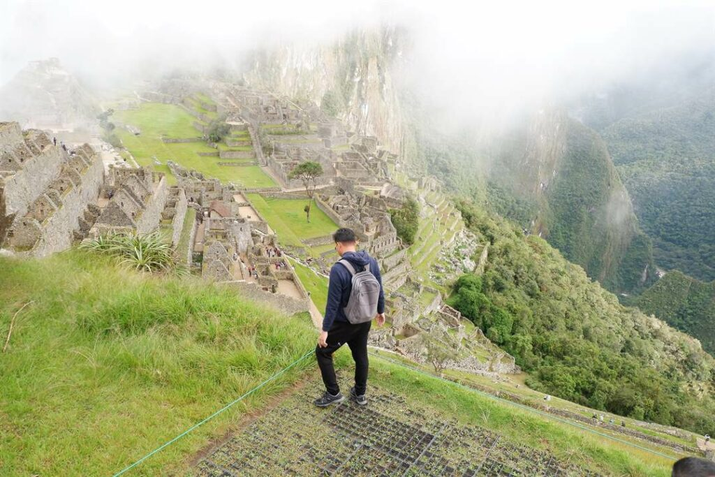 Dan Travels Filipino Solo Backpacker in South America | Cost Breakdown For A 14-Day Trip