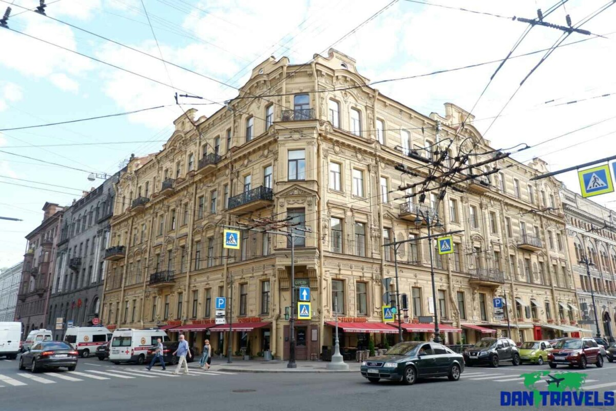 Day 4: Beautiful buiding architecture along Nevsky Prospekt avenue | Dantravels.org